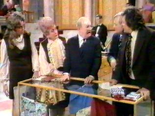 The Are You Being Served Gallery on YCDTOTV.de   Path: www.YCDTOTV.de/aybs_img/d3_253.jpg