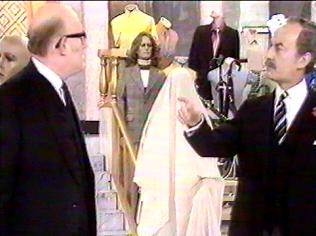 The Are You Being Served Gallery on YCDTOTV.de   Path: www.YCDTOTV.de/aybs_img/d6_0.jpg