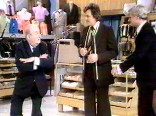 The Are You Being Served Gallery on YCDTOTV.de   Path: www.YCDTOTV.de/aybs_img/d6_116.jpg