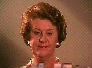 The Keeping Up Appearances Gallery on YCDTOTV.de   Path: www.YCDTOTV.de/kua_img/k31_008x.jpg